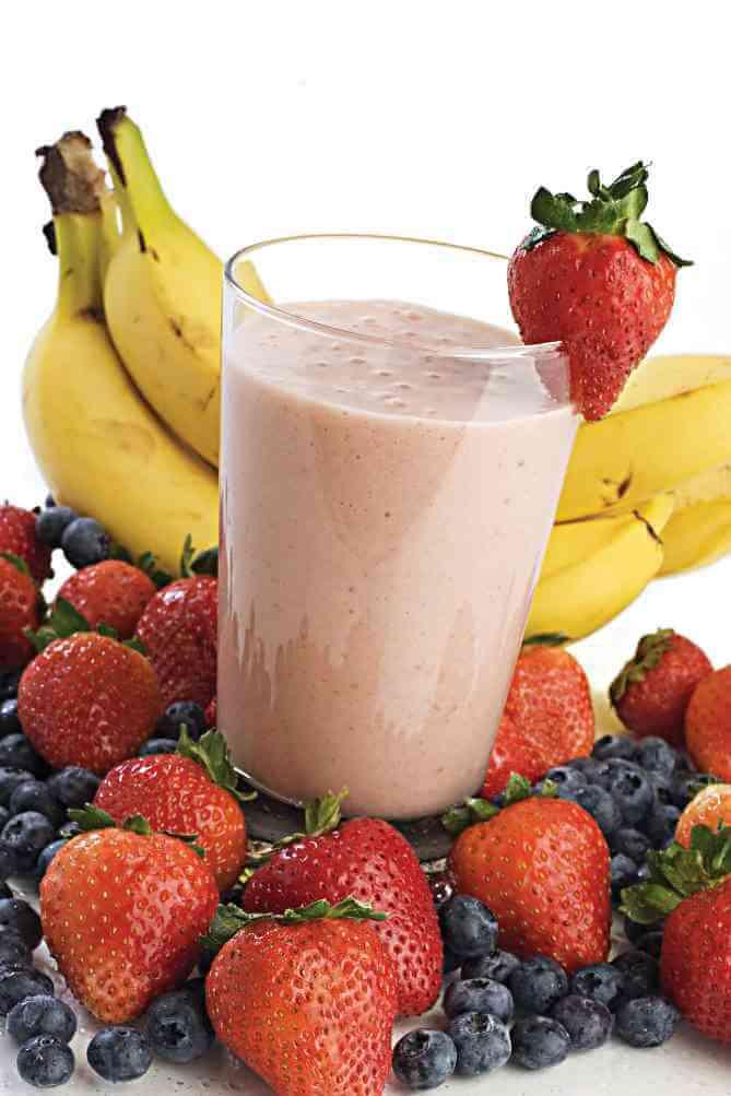 תותים, בננה, אוכמניות ושייק פירות